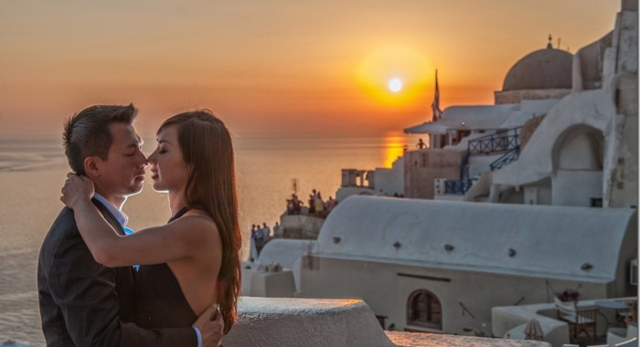 destination photographer at Santorini…an e-session with Fei & Paul