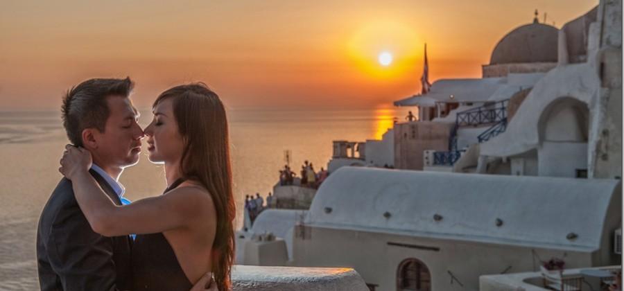 destination photographer at Santorini…an e-session with Fei & Paul